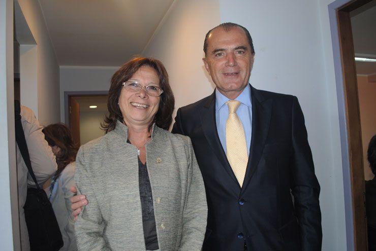 Eduardo Favier Dubois (h), junto a la doctora María del Carmen Battaini